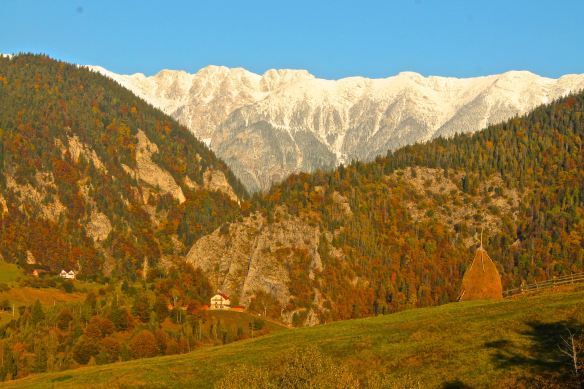 Piatra Craiului, Magura, mountain scenery, Transylvania, Carpathian Mountains, weather, October weather, autumn weather, sunny weather, sun on snow, snowy mountain